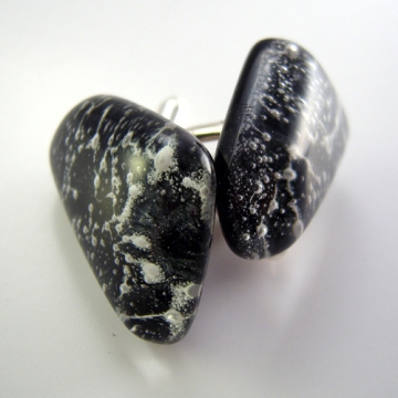 Black_and_white_glass_cufflinks2_II