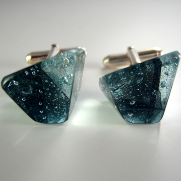 Blue_leaf_glass_cufflinks_front2_II