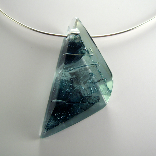 Blue_leaf_glass_pendant_on_sterling_silver_choker_I